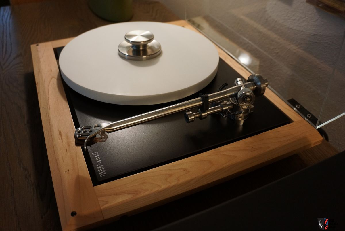 rega-p9-turntable-plus-accessories